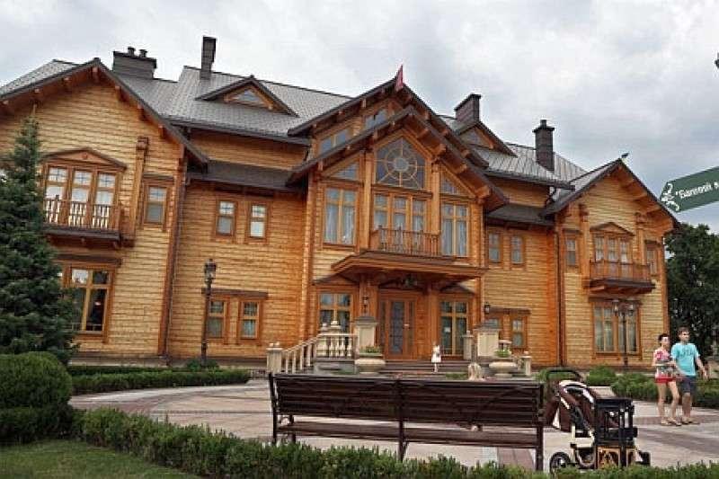 Законный владелец «Межигорья» выгнал из резиденции бомжей майдана и ветеранов АТО