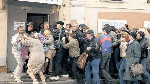 ...в толкучке у магазинов погибли сотни человек
