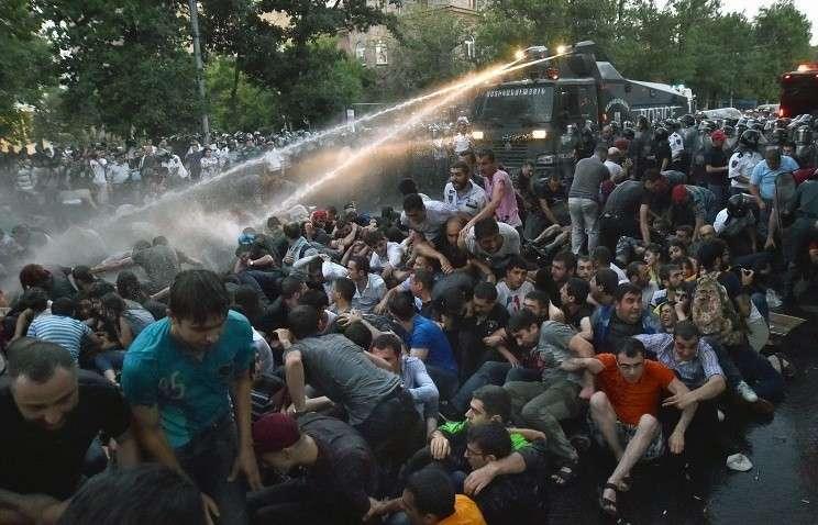 Митингующие в Армении не должны разговаривать с властями на языке ультиматумов
