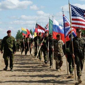НАТО очень старается сорвать минские договорённости