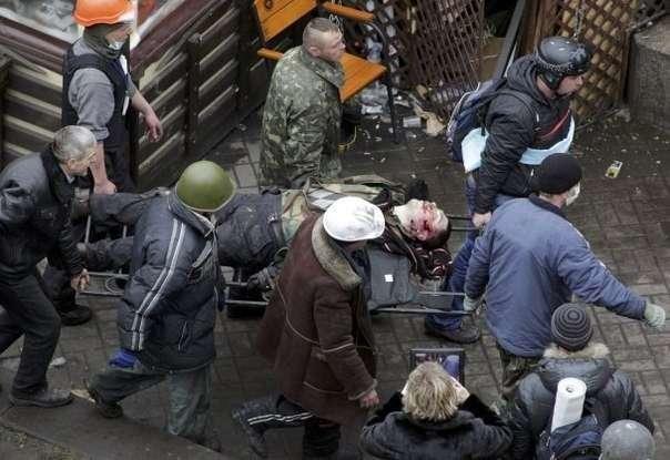 Неизвестные снайперы расстреливают людей на Майдане в Киеве