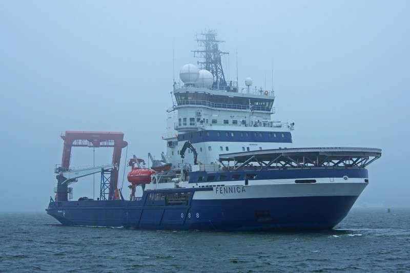 Финский ледокол получил пробоину на Аляске