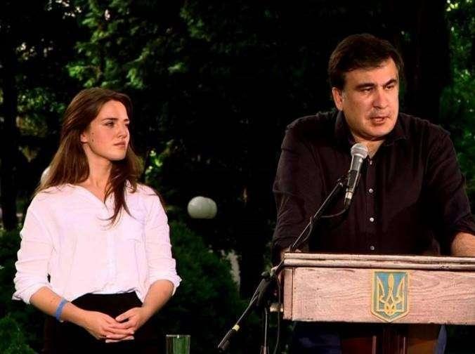 Молодость красиво оттеняет толстеющего и стареющего Саакашвили...
