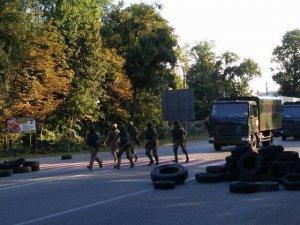 Киевская Хунта готовится подавить бандитов из «Право-еврейского сектора» бронетехникой