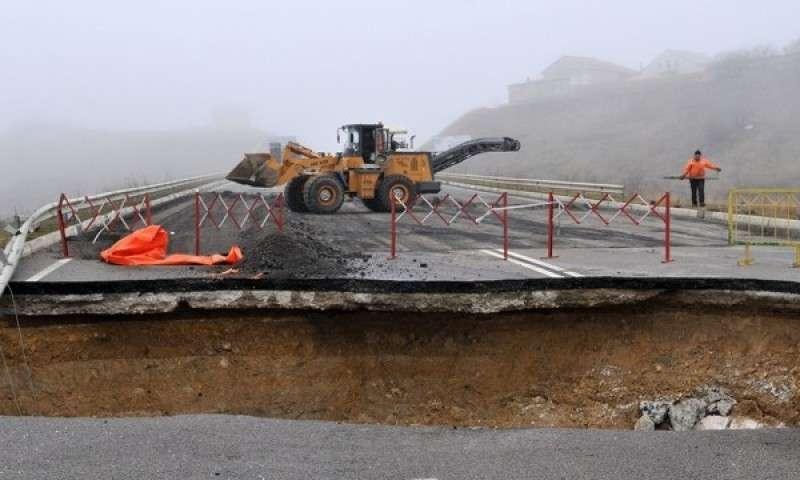 Крымские власти 8 месяцев ремонтируют объездную трассу