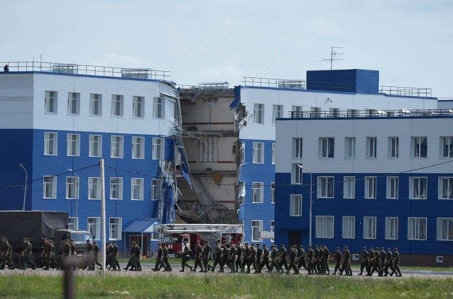 Почему обрушилась казарма в Омске?