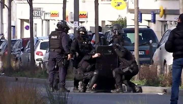 Спецназ освободил 18 заложников из магазина под Парижем