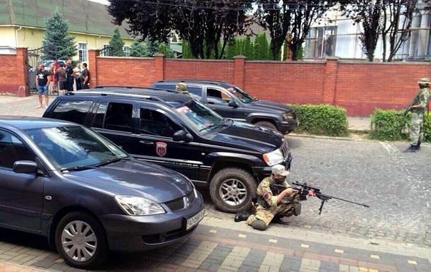 """В СБУ заявили, что задержаны два бойца """"Правого сектора"""", причастные к событиям в Мукачеве"""