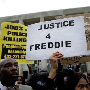 Опрос: американцы отмечают расистские настроения среди полицейских