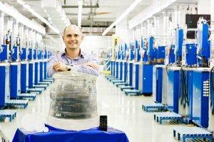 Уникальный кристалл синтетического сапфира выращен в России