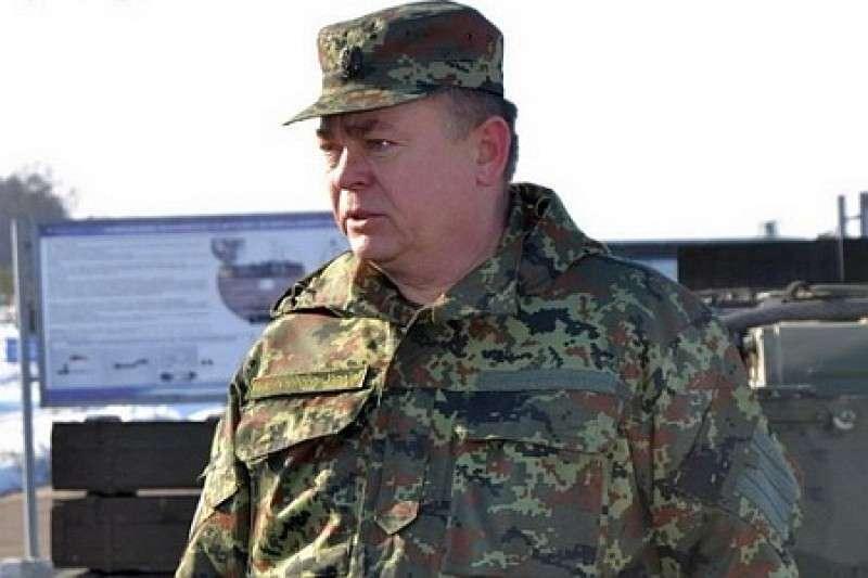 Нахальный экс-министр обороны Украины Лебедев захватил пляжи в Севастополе
