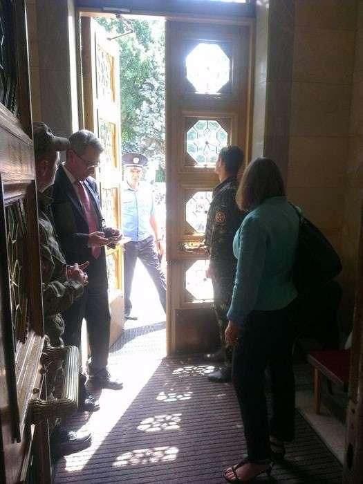 Хроники лепрозория: Нуланд и посол Пайетт посетили Раду