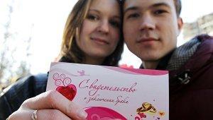 Голубая рада убрала из проекта Конституции определение брака как союза мужчины и женщины