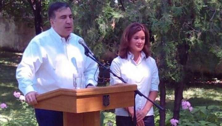 Бычок Саакашвили пригласил поработать с ним ещё одну молоденькую дурочку - Машу Гайдар