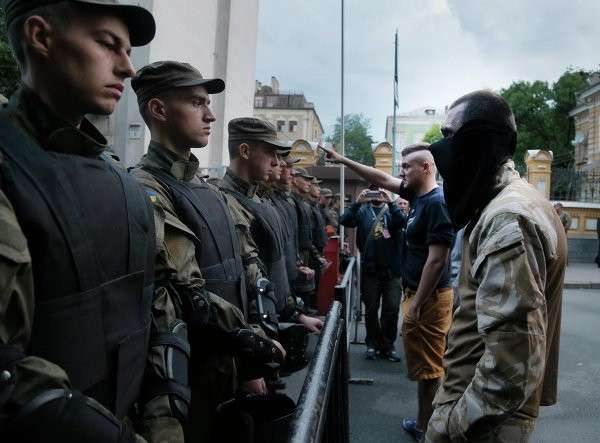 «Правый сектор» вымогал дань у чиновников Закарпатья