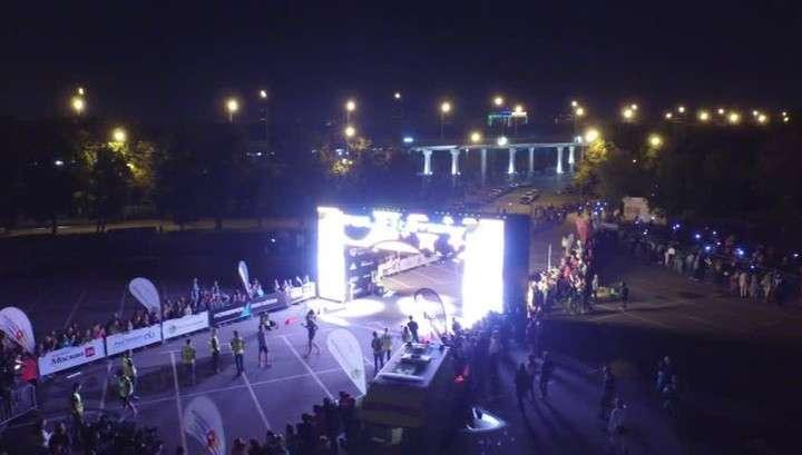 Массовый ночной забег в Москве: улицы превратились в движущиеся потоки света