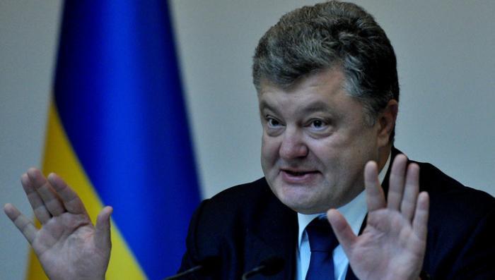 Самозванец Порошенко заявил, что в изменениях в Конституцию нет слов об особом статусе Донбасса