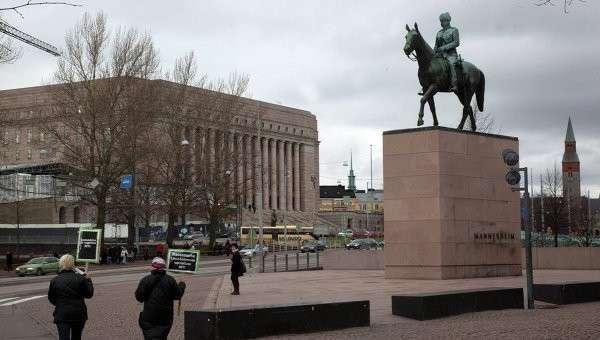 Бронзовый конный памятник маршалу Финляндии барону Карлу Густаву Эмилю Маннергейму в Хельсинки, Финляндия. Архивное фото