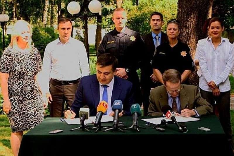 Саакашвили с американцами уселся на одесский наркотрафик
