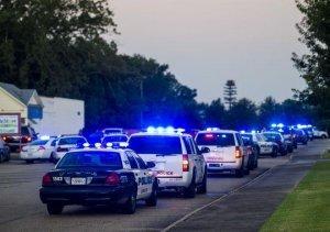 Неизвестный расстрелял посетителей кинотеатра в США, по меньшей мере два человека погибли