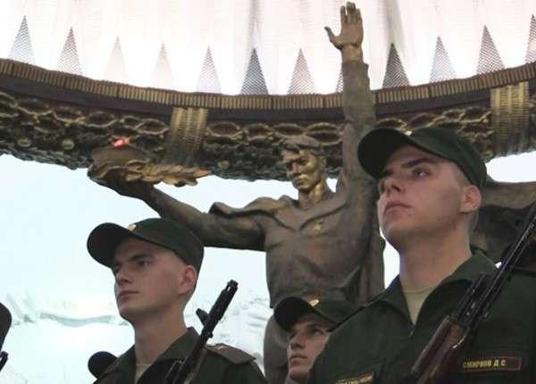 300 новобранцев элитного Преображенского полка приняли присягу в Москве