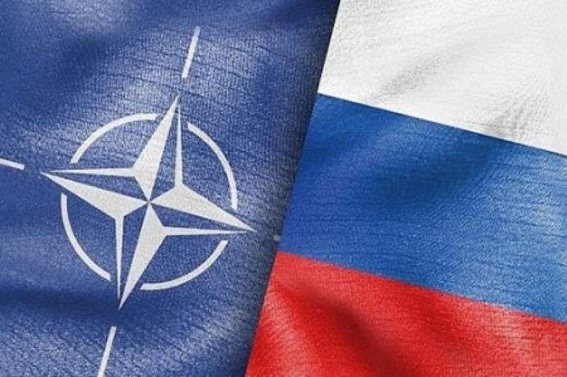 НАТО испугалось себя в зеркале и объявило Россию врагом
