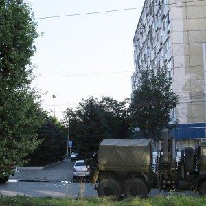 Перестрелка с боевиками, блокированными в квартире, идет в Нальчике