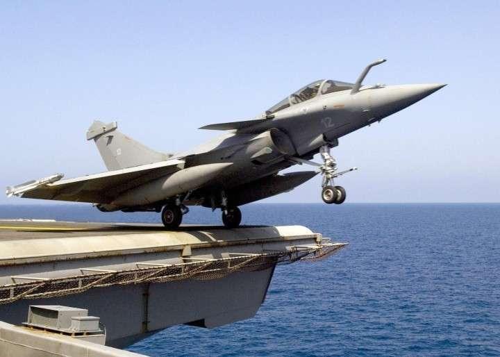 «Рафали» ждет судьба «Мистралей»: французские истребители не попадут в Индию