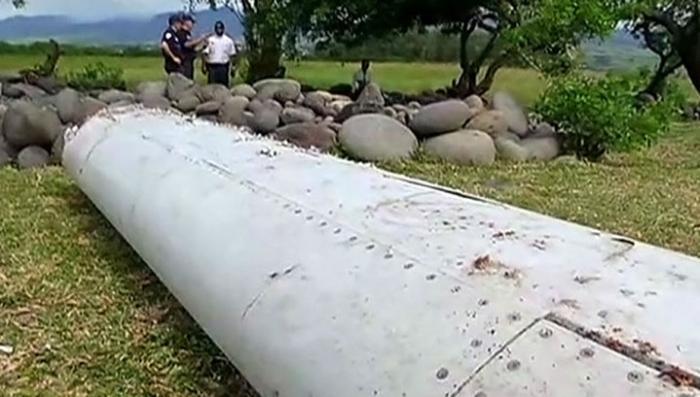 Обломки Боинга МН370 идентифицированы, но в это верят не все