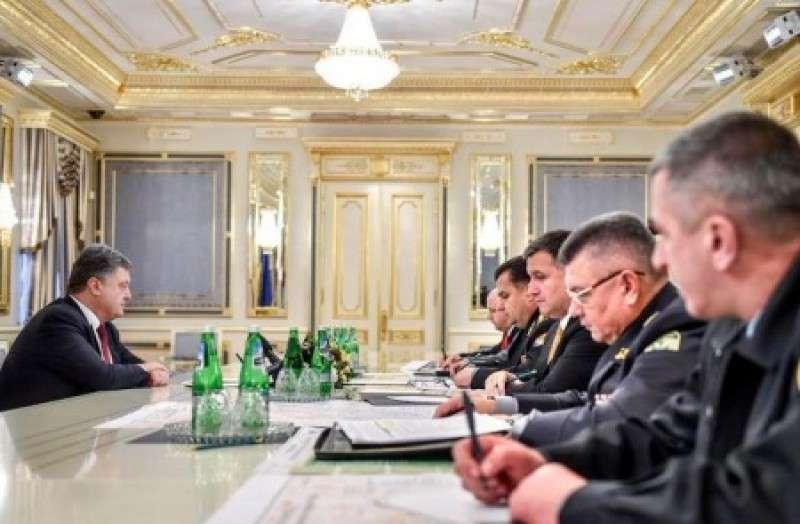 Порошенко в истерике потребовал физической ликвидации Азарова, Олейника и Маркова