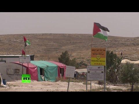 Жители палестинской деревни Сусия пытаются спасти свои дома от уничтожения Израилем