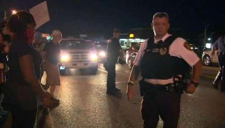 Фергюсон вновь в огне: более 60 человек арестованы, в городе введён режим ЧП