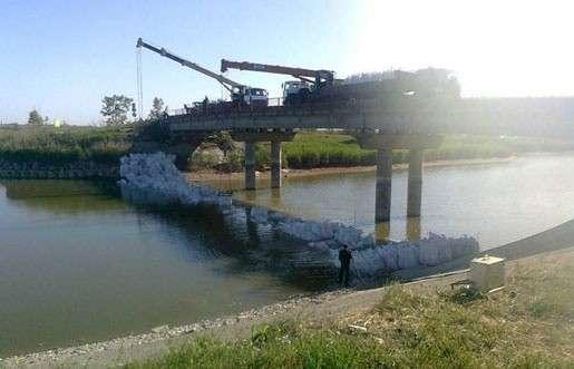 Украина строит дамбу на Северо-Крымском канале, чтобы перекрыть поступление воды в Крым