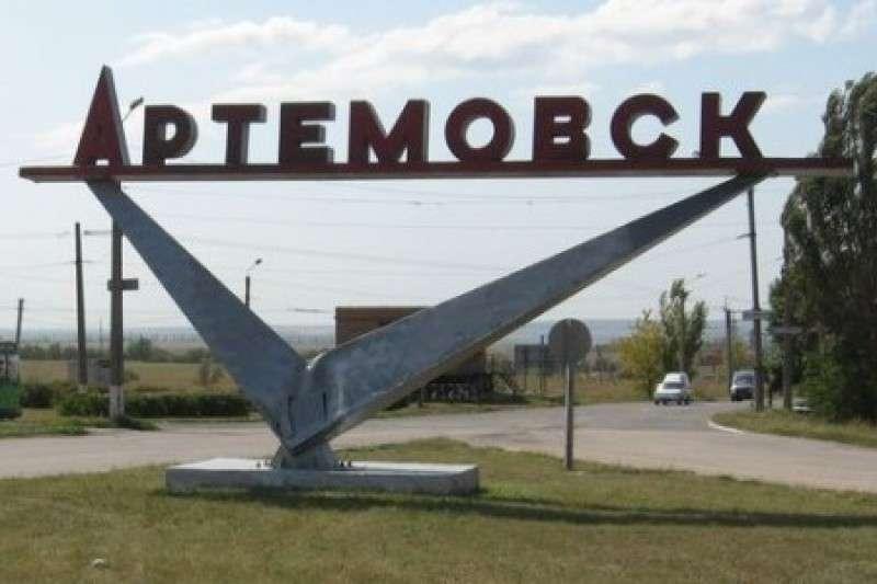 В Артемовске офицера карателей показательно расстреляли и бросили на улице