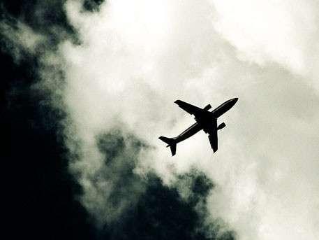 Пропавший индонезийский самолёт перевозил деньги для бедных семей
