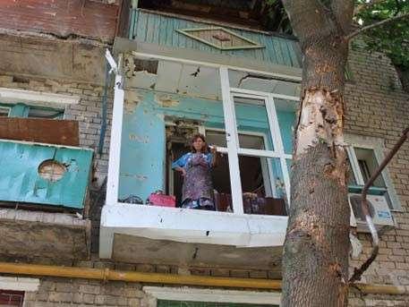 В Донецке массово переселяют жителей из-за обстрелов карателей