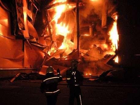 Под Петербургом горит деревообрабатывающий завод