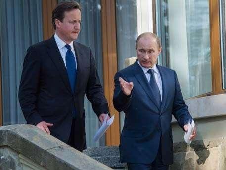 Путин - мачо в батискафе, а Кэмерон искупался в море - и в реанимацию