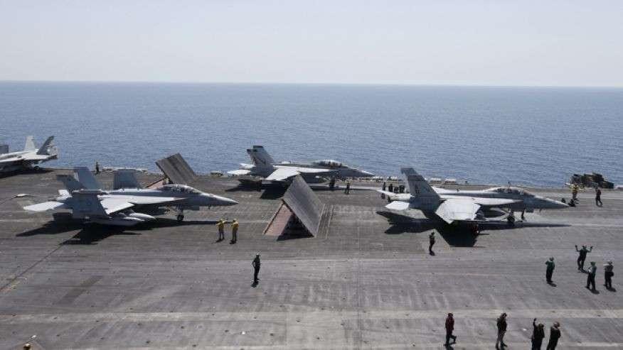 Американский авианосец покидает Персидский залив. К чему бы это?