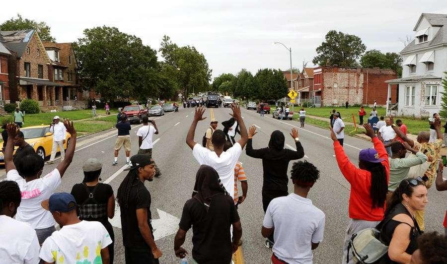 В Сент-Луисе вновь вспыхнули протесты после убийства чернокожего полицейскими