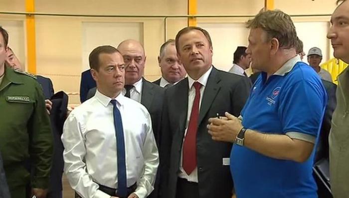 Дмитрий Медведев пообщался со строителями космодрома Восточный