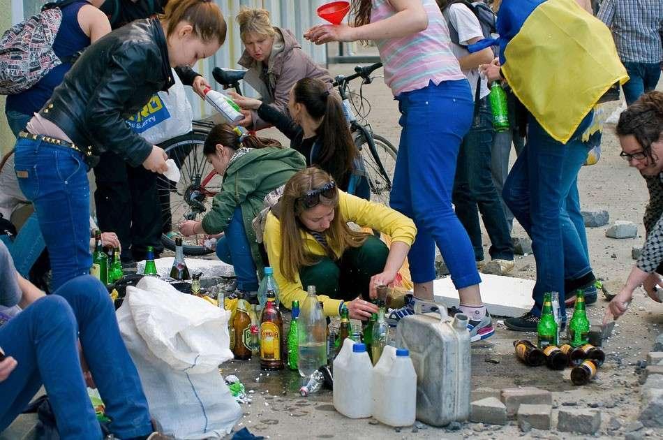 Мы помним милых девушек, которые в Одессе с улыбками на лице наливали бензин