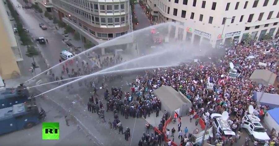 В Бейруте демонстранты требуют отставки правительства