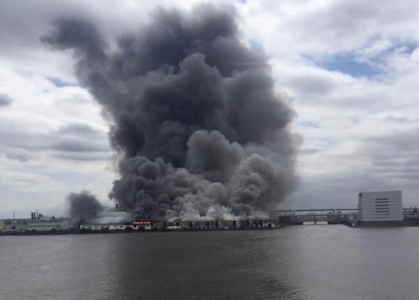 На сталелитейном заводе близ Токио прогремел мощный взрыв