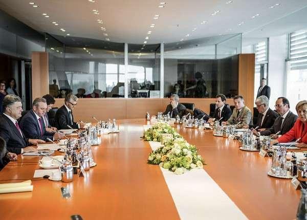 Порошенко, Меркель и Олланд провели встречу в Берлине