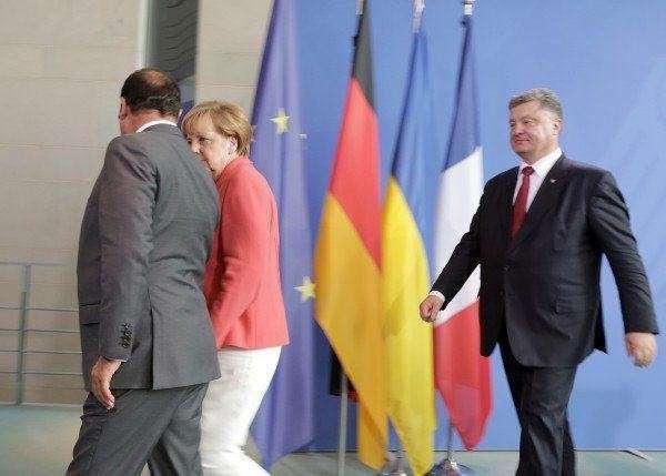 Меркель отчитала Порошенко: Подробности поездки в Берлин