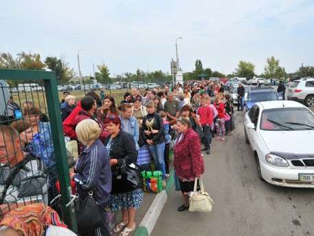 Десятки тысяч украинцев бегут из страны в Венгрию