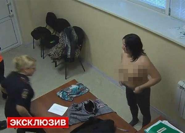 Охранники ТЦ в Новосибирске сделали эрошоу из досмотра покупательниц