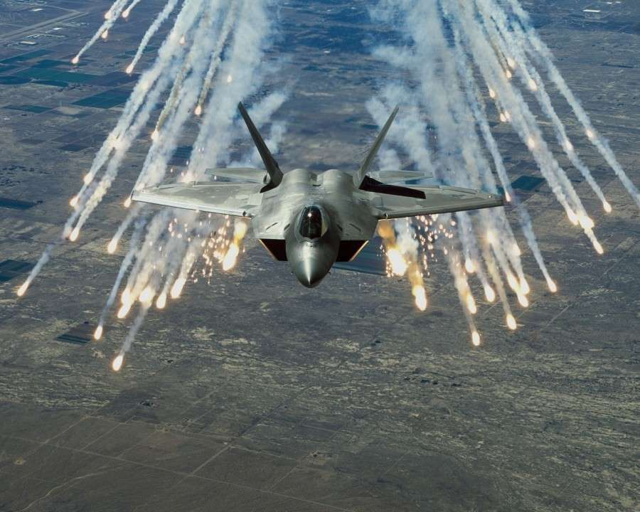 C-300В4 и С-400 против истребителей F-22 ВВС США