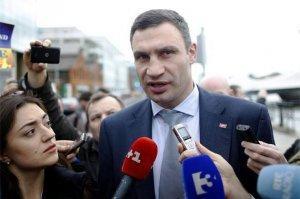 Виталик Кличко залез в фонтан на глазах у изумлённых киевлян
